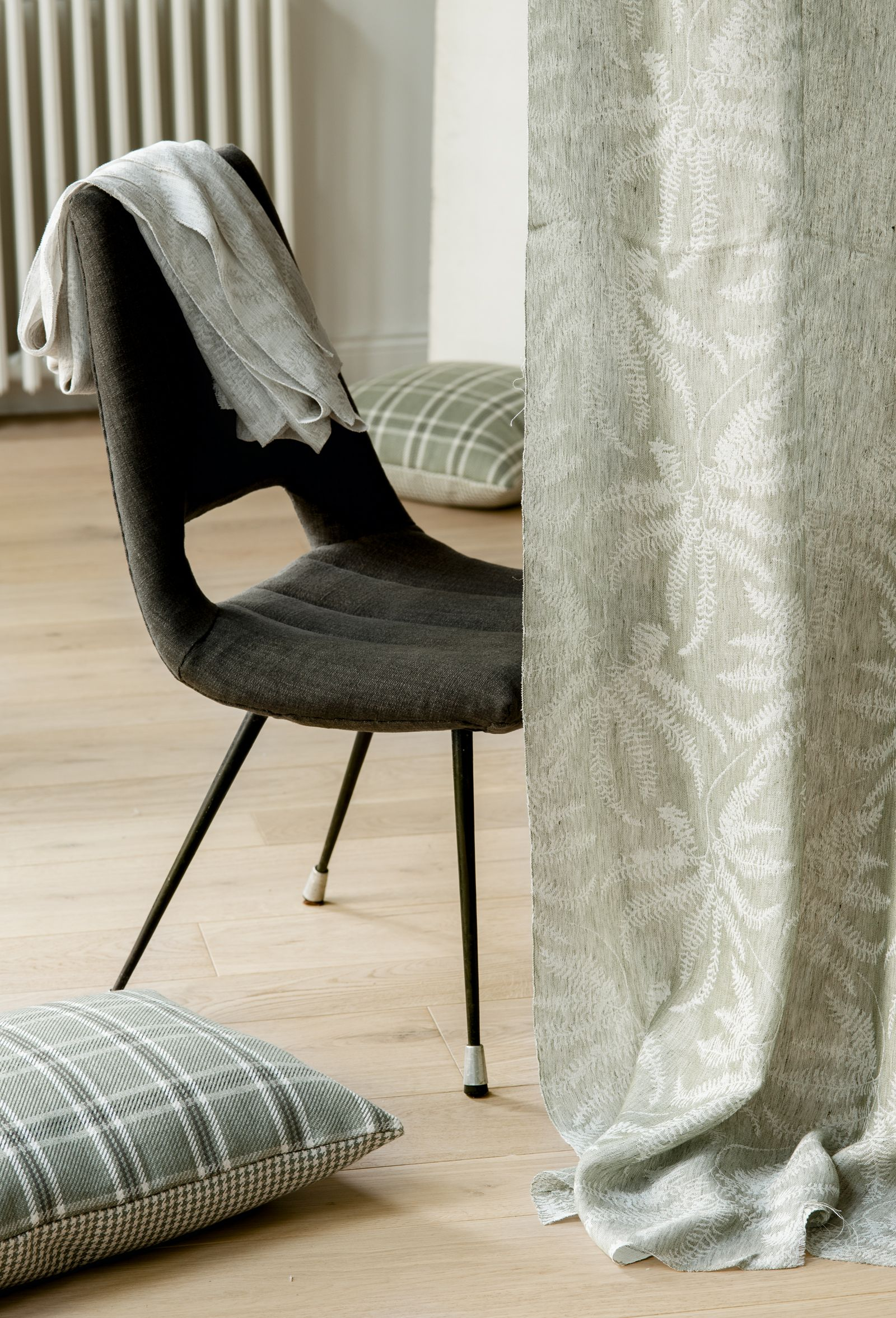 Jacquard Sheer 100 Linen With An Actual Trendy Design Of Ferns Which Stands Out For Its Freshness Textiles Fabric Naturalcolors Lescreations Grupol Living