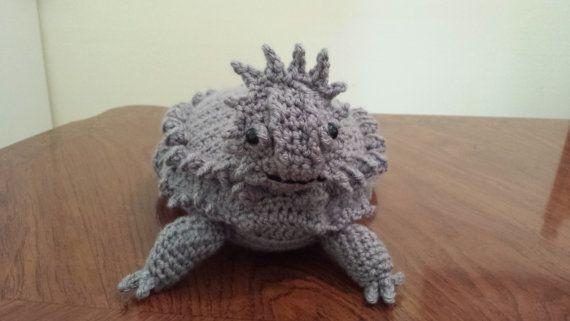 Iguana (lizard) amigurumi crochet pattern : PlanetJune Shop, cute ... | 321x570