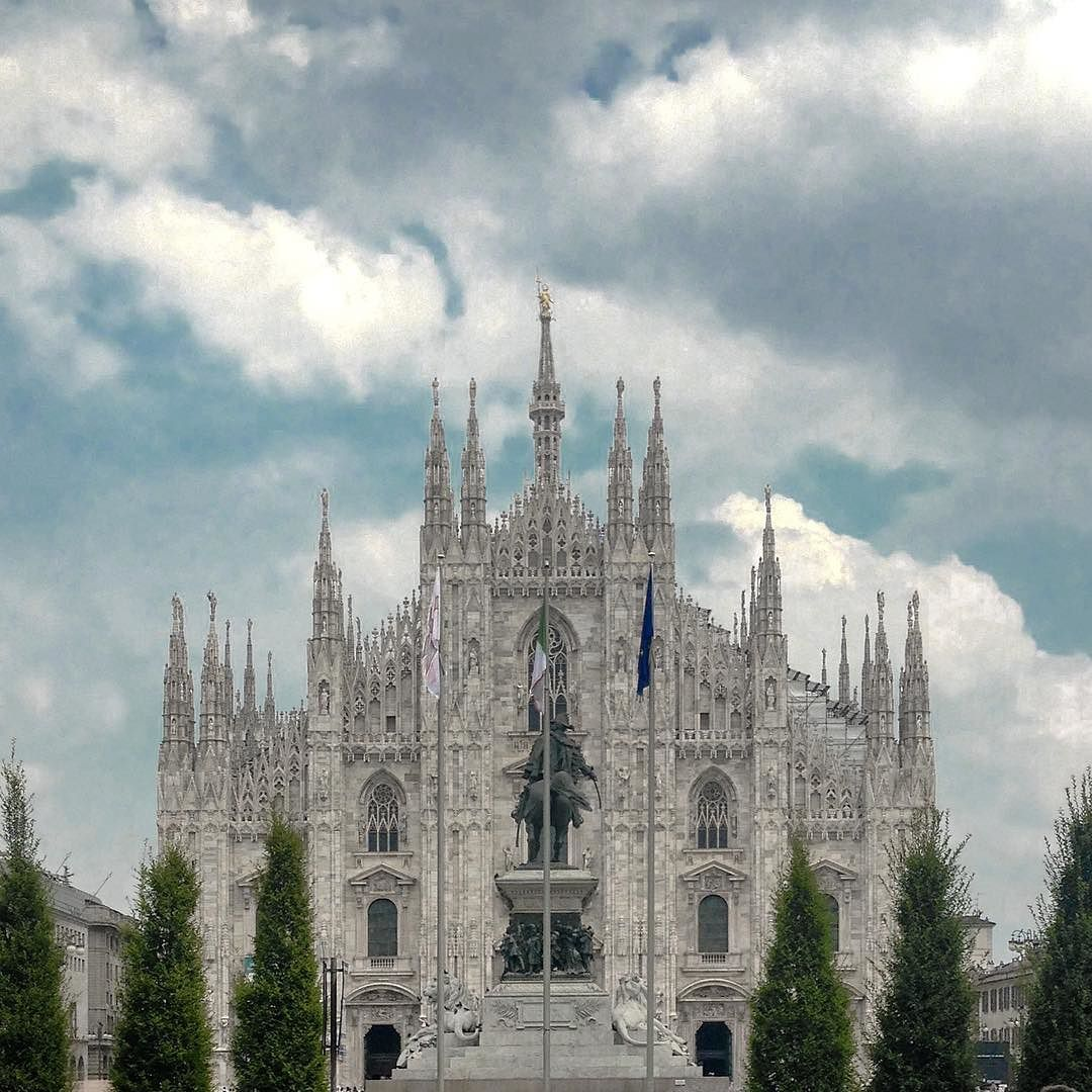 Milan l'è sempre Milan  #whppostcard from Duomo di Milano  #olloclip  #seetoshare #igersitalia #freedomthinkers #skrwt #rsa_vsco  #tv_living #whatitalyis #browsingitaly  #weekly_feature #inlombardia  #freedomthinkers  #igersmilano #ig_italia  #ig_milan  #archidaily  #rsa_streetview  #milanodaclick #archilovers #milanoufficiale #milanodavivere #milanodascoprire #ig_lombardia #picsofmi