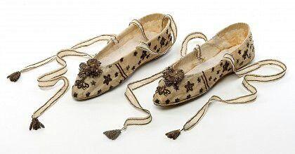 Chaussons de danse brodés - collection des arts décoratifs