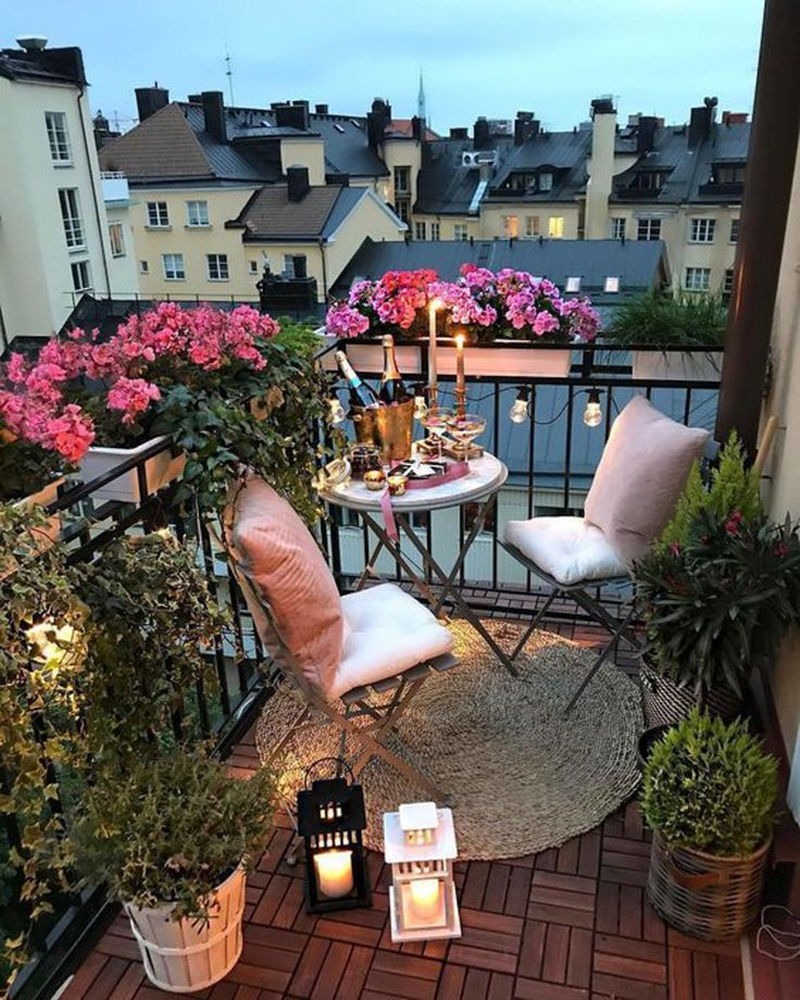 Inspiration for Small Apartment Balconies in the City #apartmentgardening