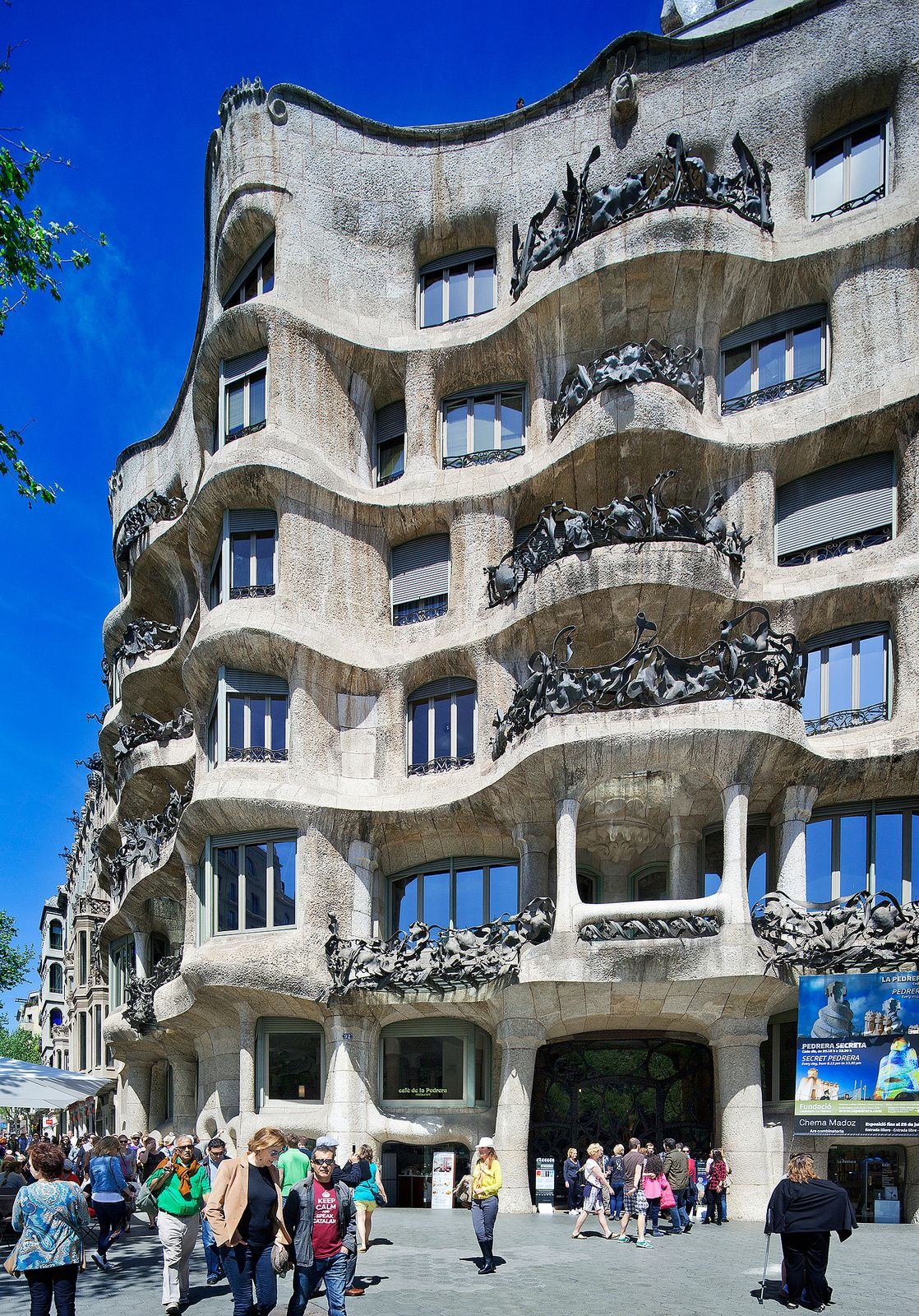 la pedrera casa mila barcelona spain antoni gaudi gaudi pinterest mosaics curves. Black Bedroom Furniture Sets. Home Design Ideas