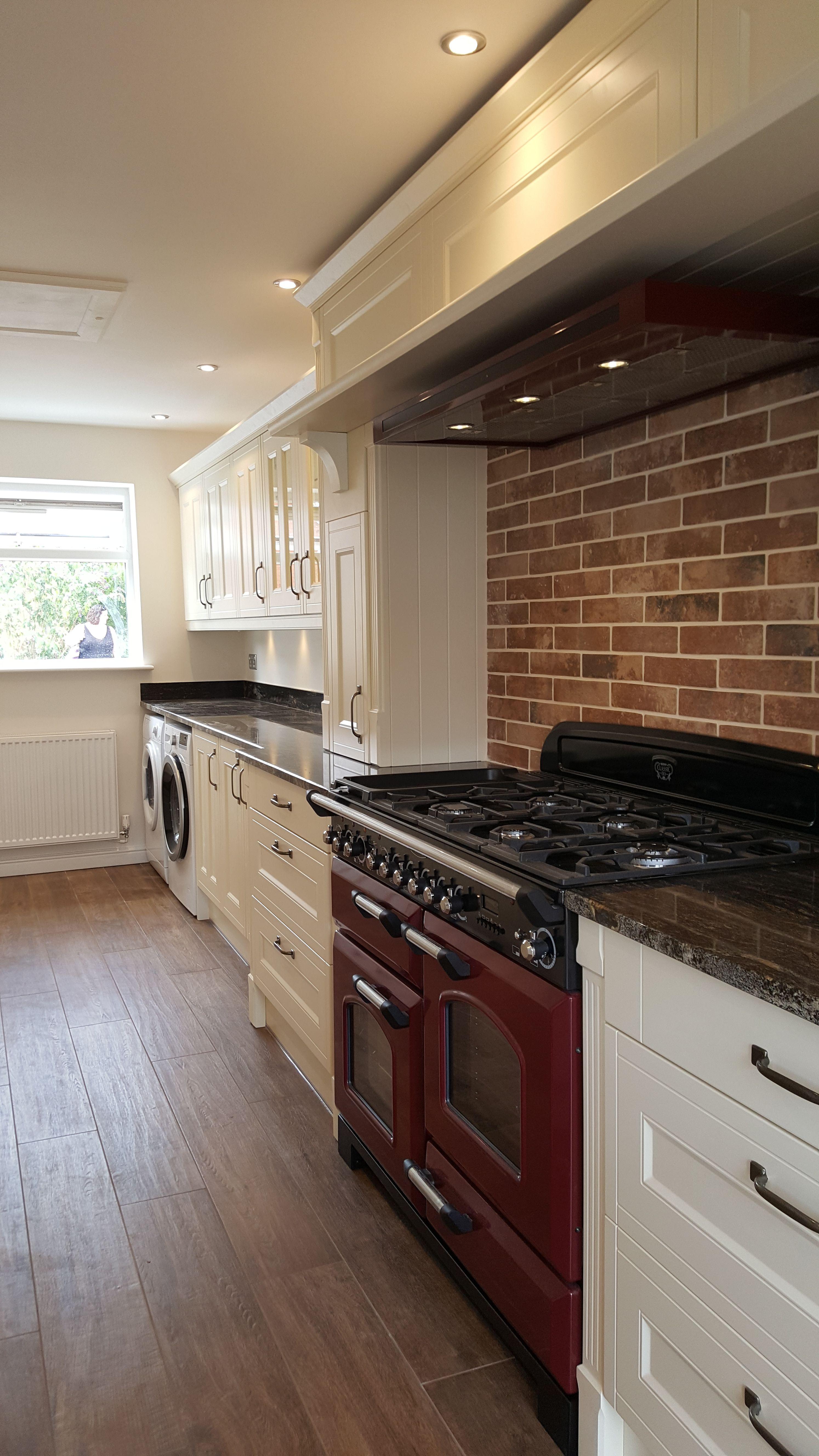Wren Kitchen Cranberry Range Cooker Brick Tiled Splash Back Overmantle Cupboards Wren Kitchen Range Cooker Kitchen