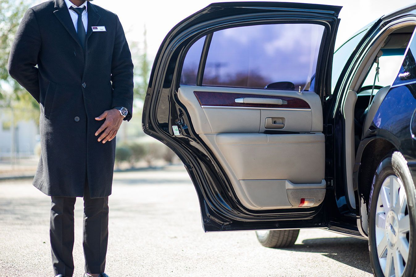 Contact Prestige Taxi For Most Efficient Wedding Limo Service In Cincinnati We Have A Wide Range Of Luxury Ca Limousine Black Car Service Airport Limo Service