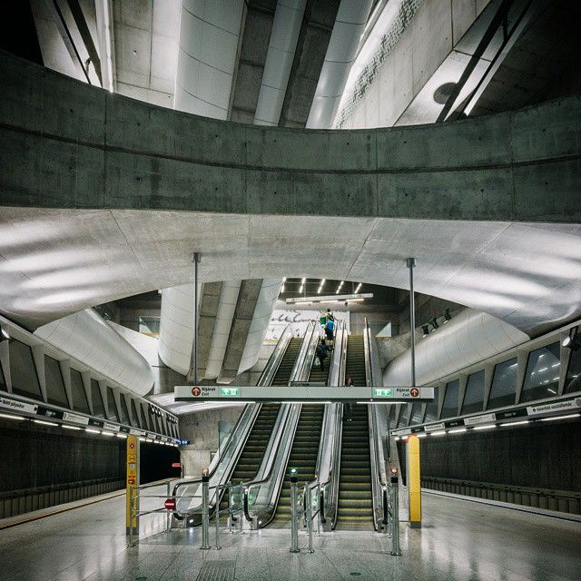 "...а потом случается ""вау"". #Budapest #Hungary #metro #subway #station #concrete #interior #modern #contemporary"