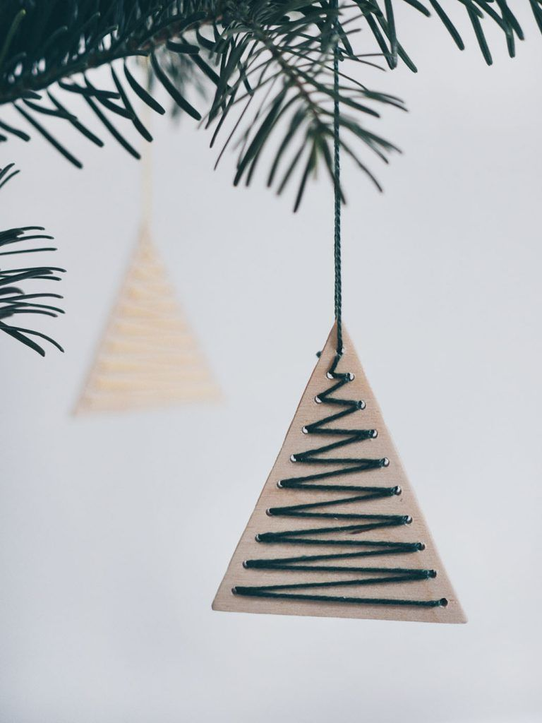 Photo of DIY minimalistic Christmas tags made of wood • Yeah Handmade
