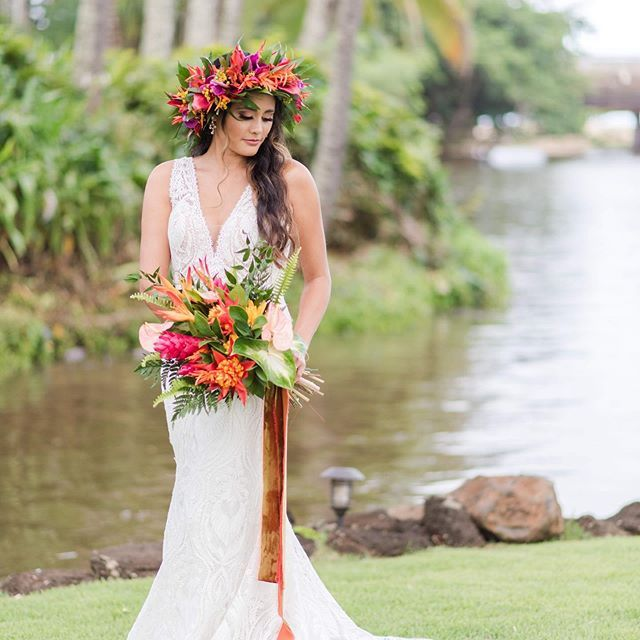 Pretty Tropical Outdoor Bridal Look Idea With Gorgeous Copper Silk