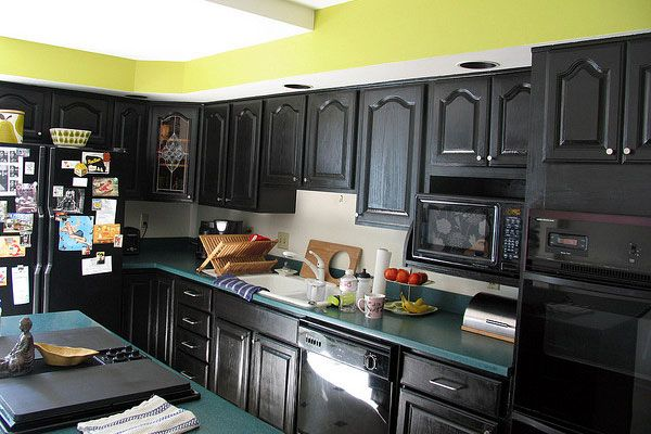 dark green painted kitchen cabinets. can you paint kitchen cabinets spraying is the page where find everything about painting and refinishing your kitchen. dark green painted e