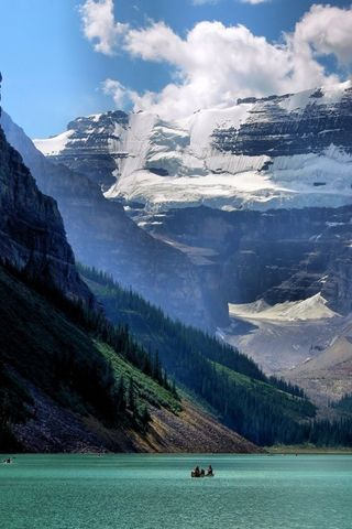 Lake Louise of Banff in Alberta Canada | Best Android Wallpaper! Best Android Themes and Background!