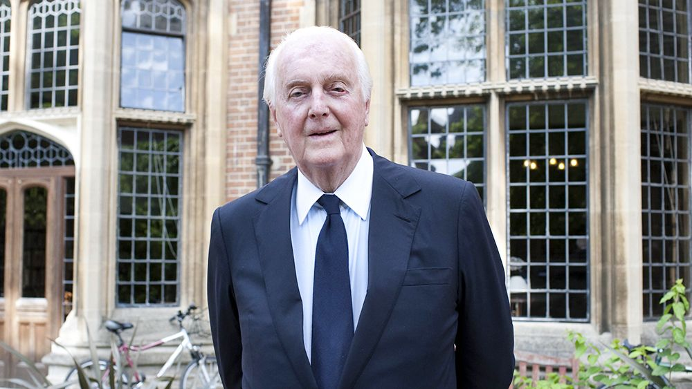 Fashion icon hubert de givenchy dies at 91 with images