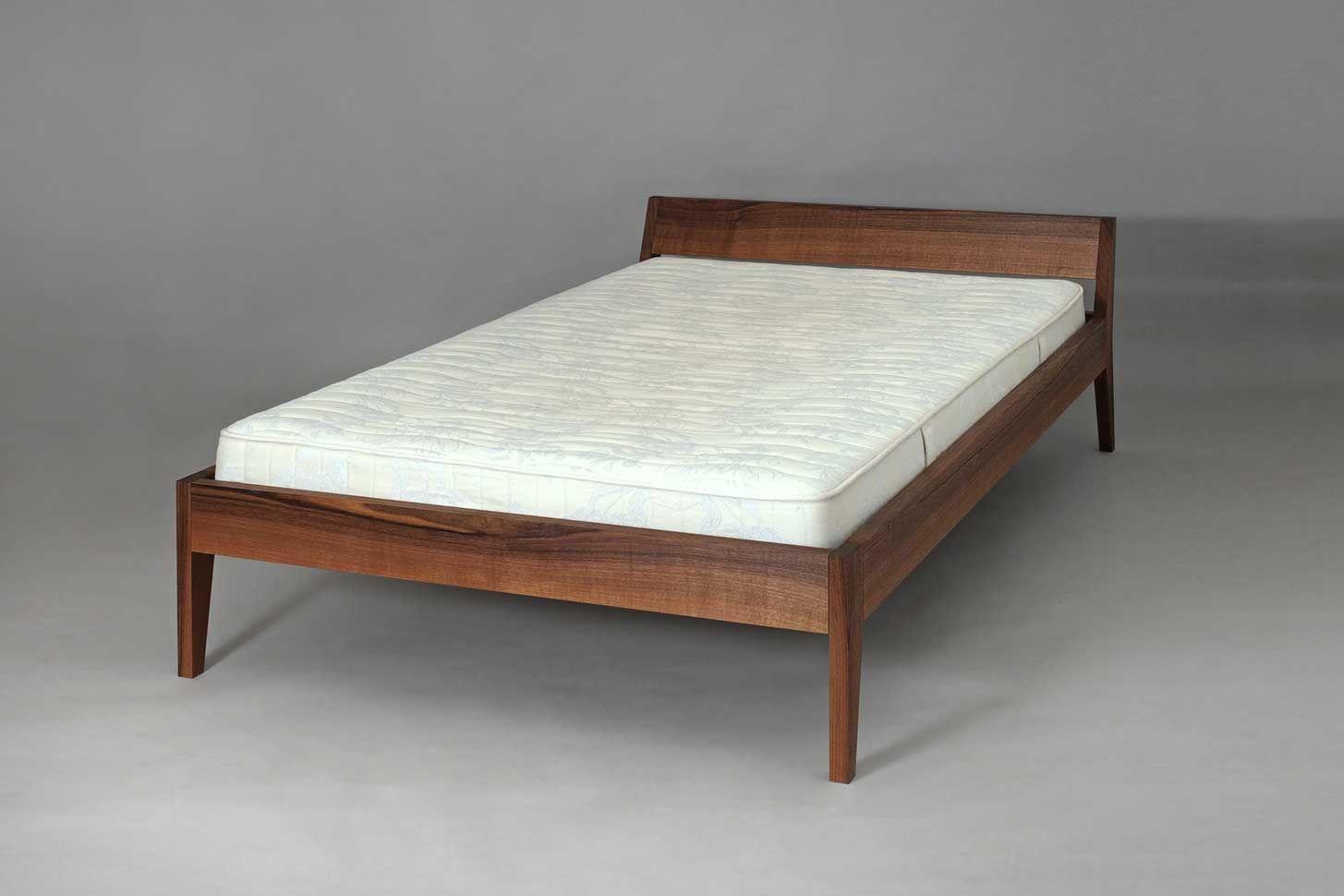 Bett Annabella In Nussbaum 120 X 200 Cm Bett Holz Bett 120 Bett