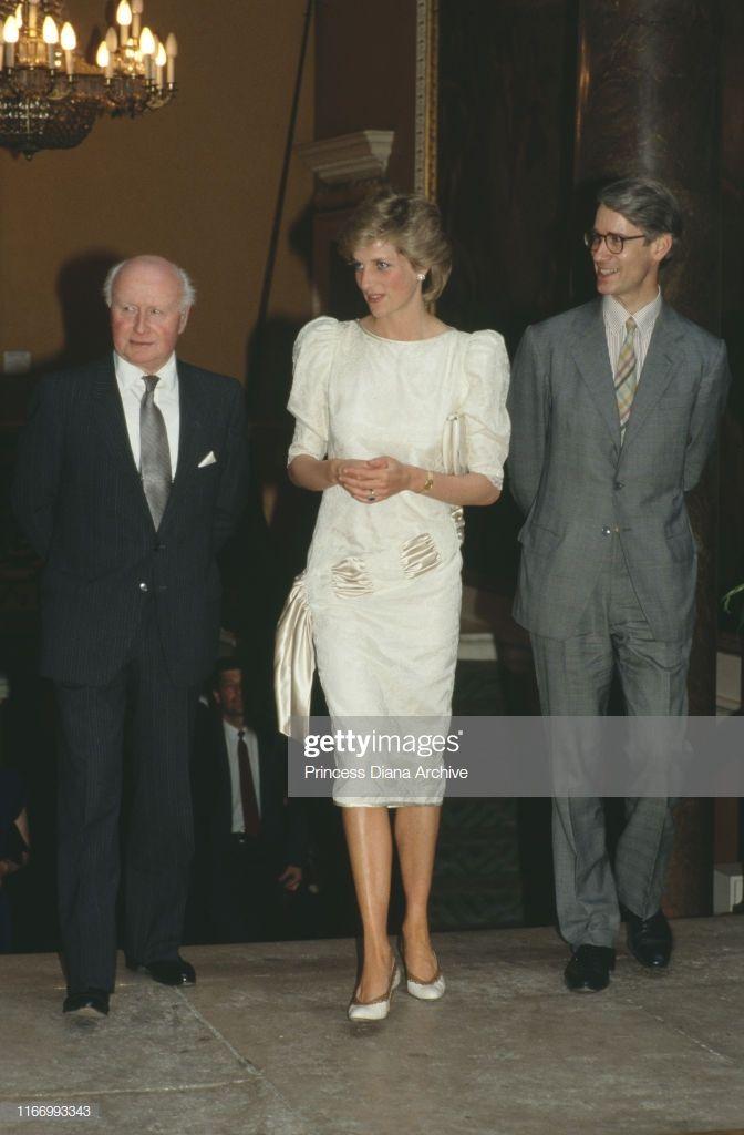 Diana, Princess of Wales visits the Royal Academy in London, 1986. #visitwales