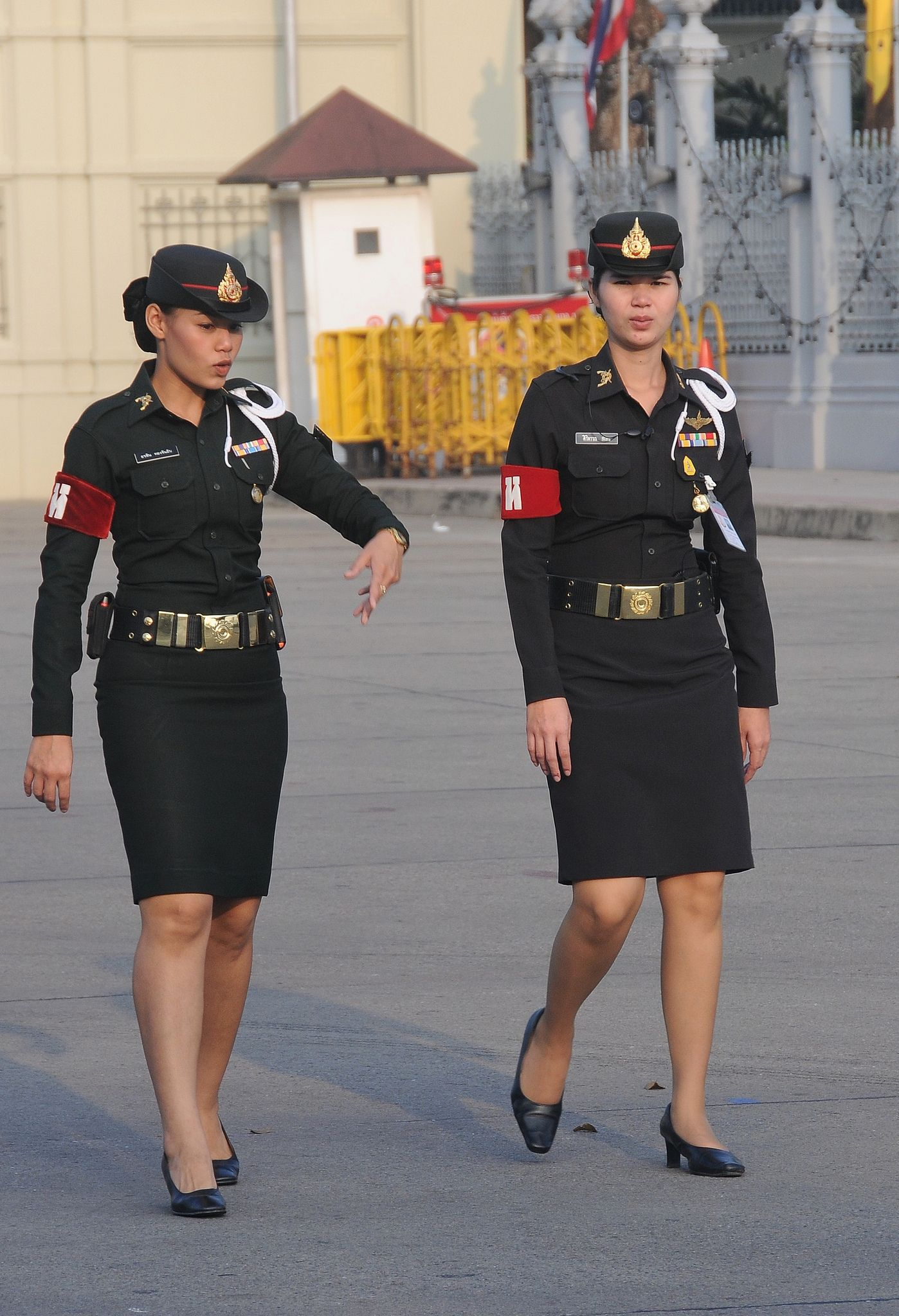 thai military policewomen make an arrest don 39 t move. Black Bedroom Furniture Sets. Home Design Ideas
