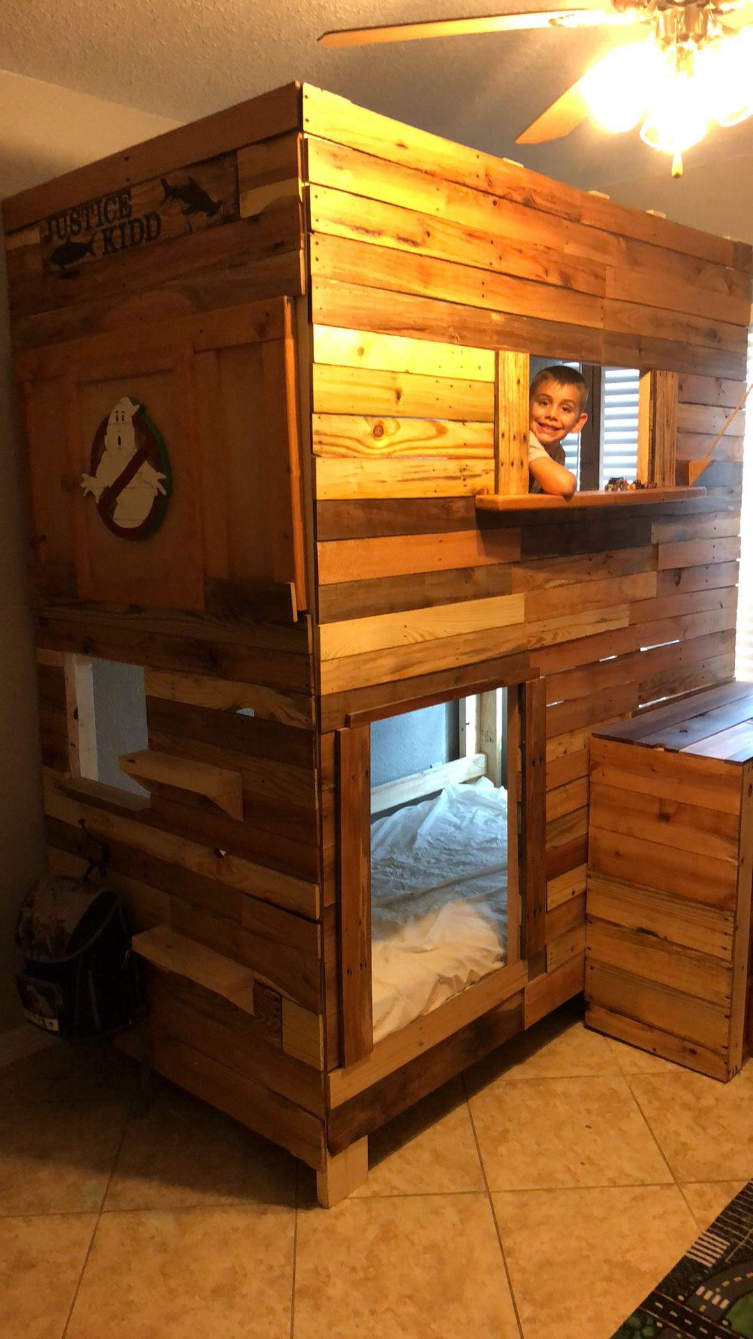 Pallet bunk bed | Pallet bunk beds, Pallet designs, Bed on Bed Pallet Design  id=50806
