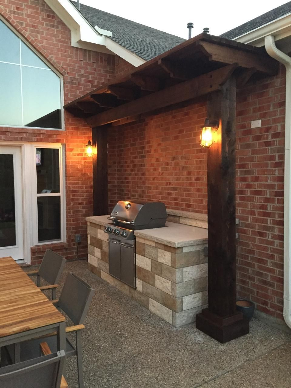 Small Stone Grill Enclosure With Cedar Arbor Outdoor Kitchen Grill Outdoor Bbq Area Outdoor Barbeque