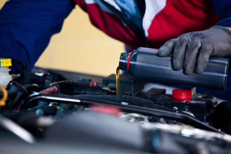 Get quick oil change service at Ed's Rapid Sticker. Here