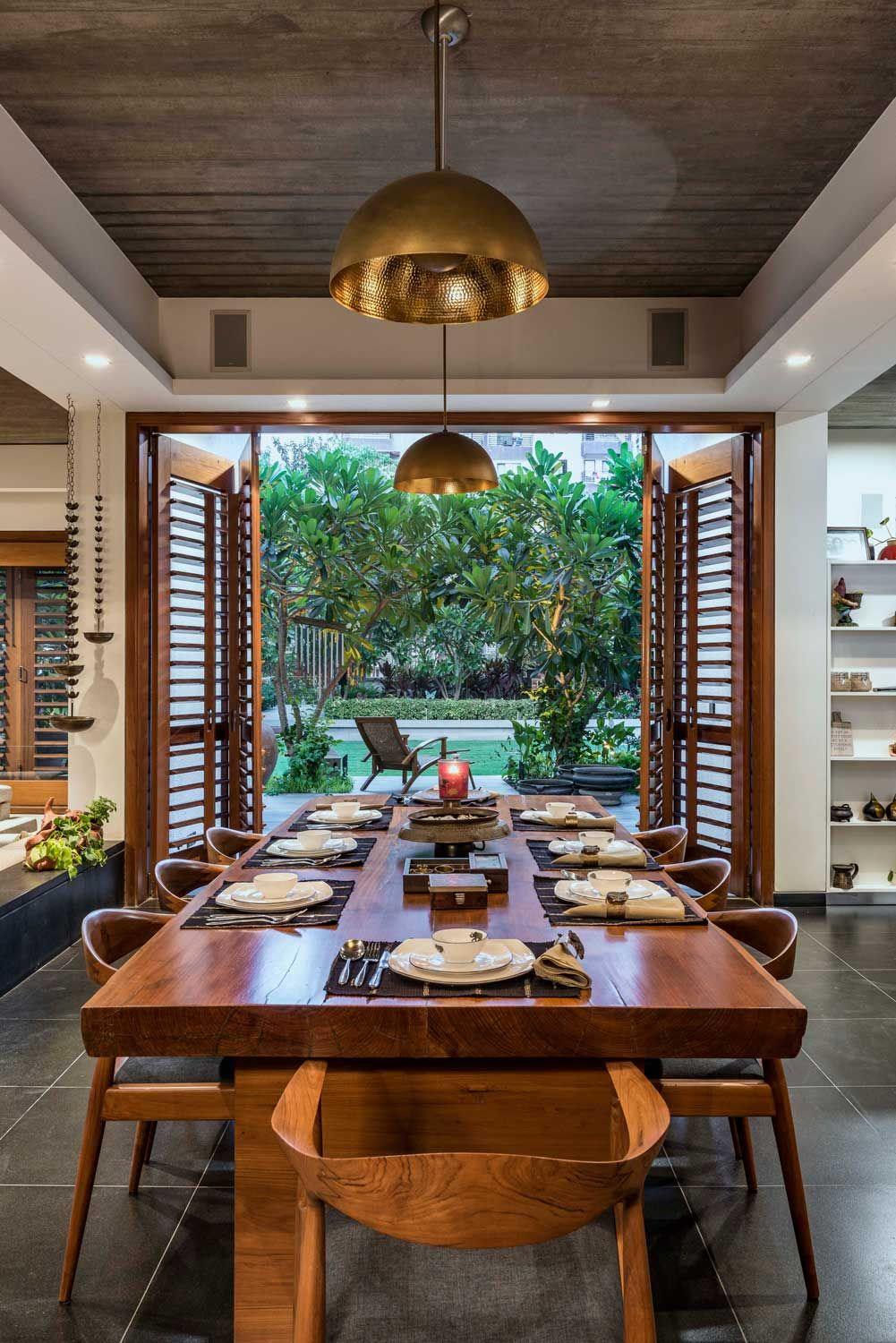 Modern House By Studio Lagom Skewed House Surat Gujarat India House Styling Interior Dining Room Decor Modern Home