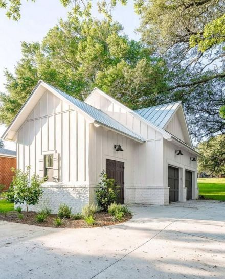 60 Residential Garage Door Designs Pictures: 20+ Charming Small Cottage House Exterior Ideas