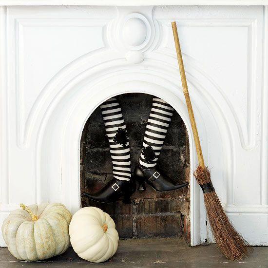 d coration originale halloween 13 id es avec des sorci res halloween sorci res et chemin e. Black Bedroom Furniture Sets. Home Design Ideas