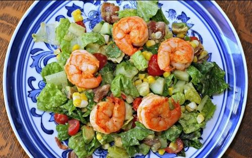 looks like shrimp, corn, lettuce (sub spinach), cherry tomato.