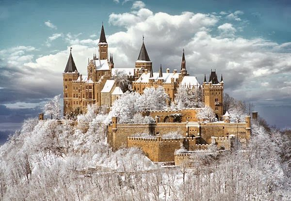 Hohenzollern Castle Snow Falling Hohenzollern Castle Germany Castles Castle
