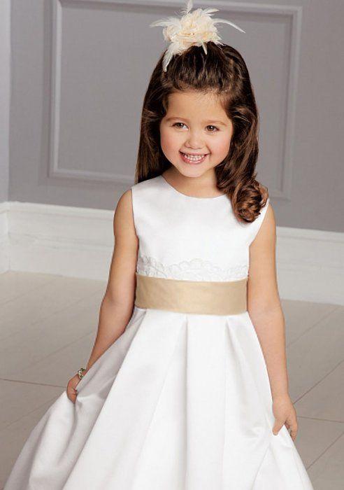 809cd499978 Robe de cortège enfant en satin blanc avec ceinture satiné et fermeture  lacet