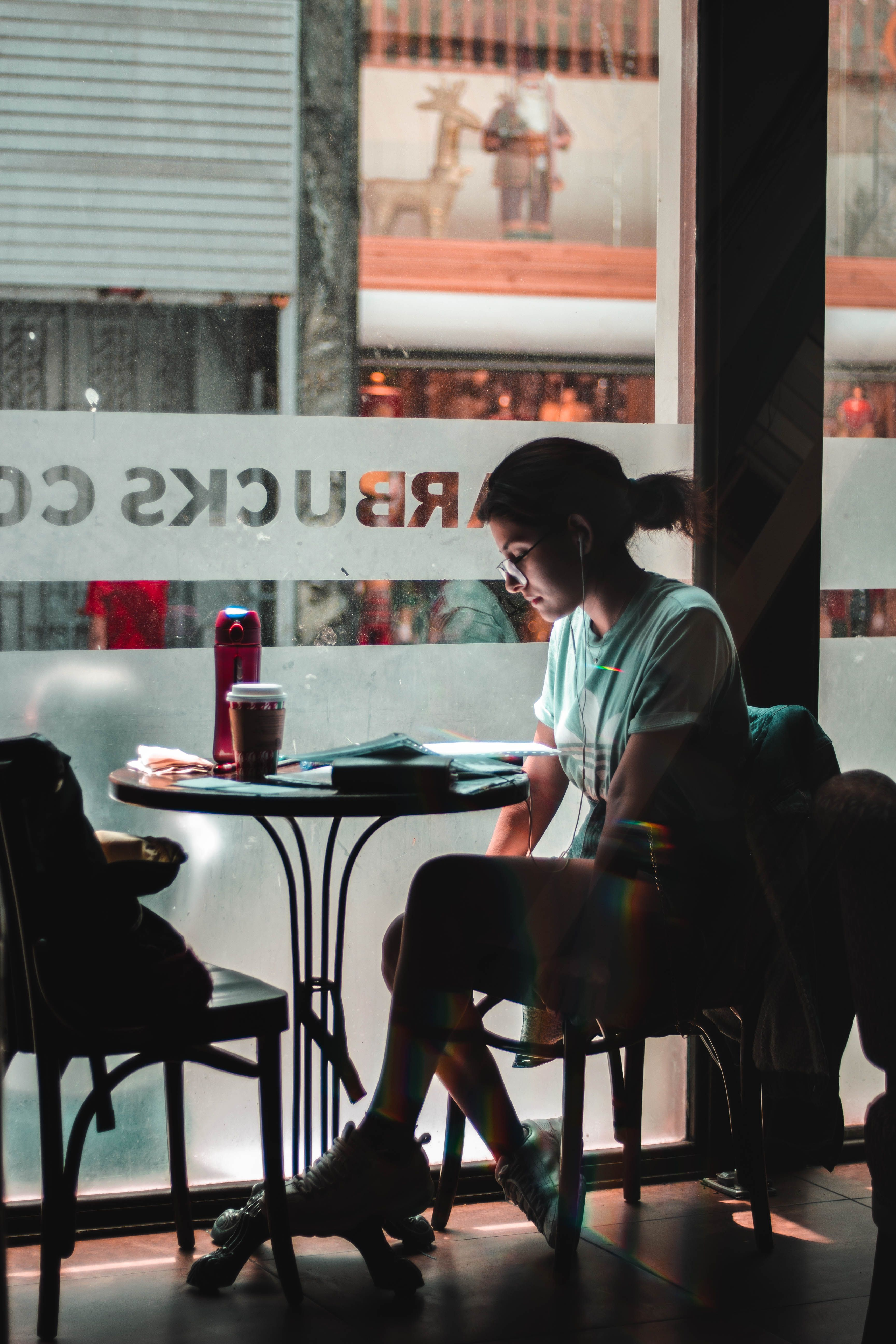 12 Formidable High Heels Snapshots Woman Sitting Alone By The Glass Window At Starbucks Cafe Human Sitting Person In 2020 Cafe Pictures Cool Cafe Person Sitting