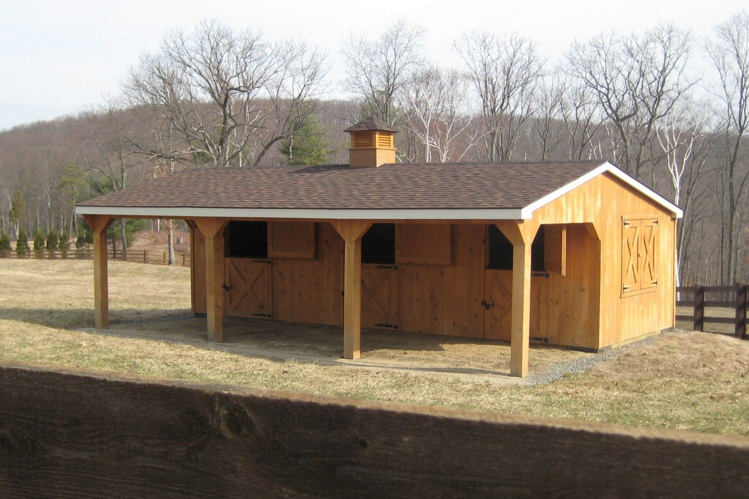 Horse barns beam horse barns run in shed row horse for Horse stable blueprints