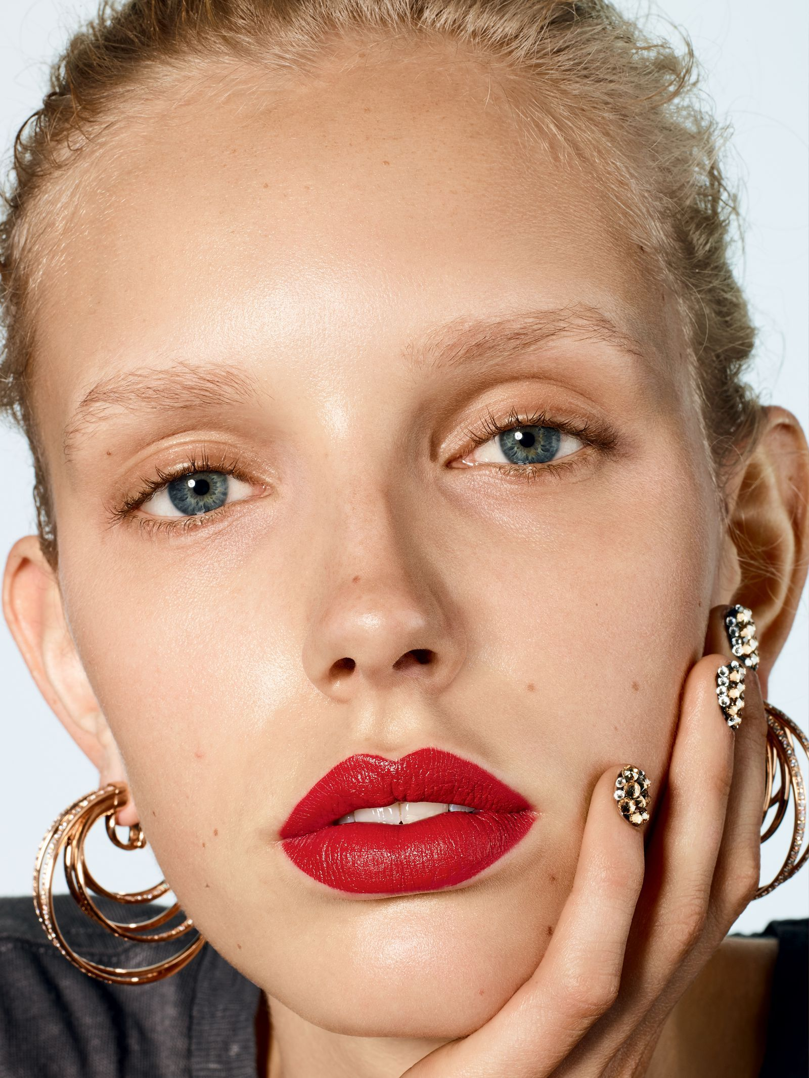 90's Beauty Trends to Wear Now― And All Holiday Season Long- crfashionbook