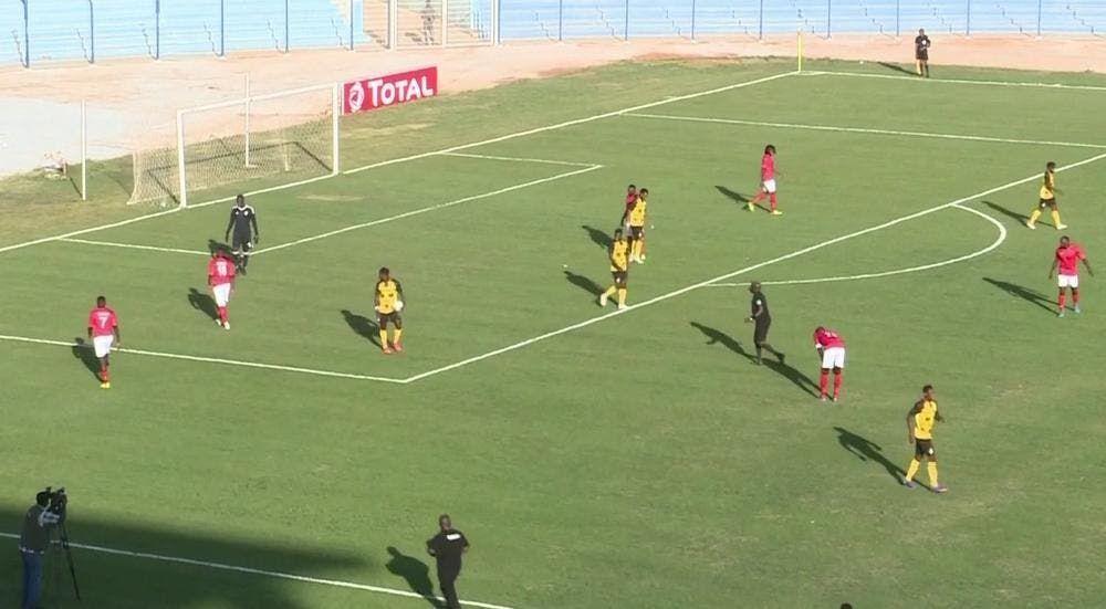 السودان تصعق غانا برأسية عبد الرحمن Soccer Field Soccer Sports