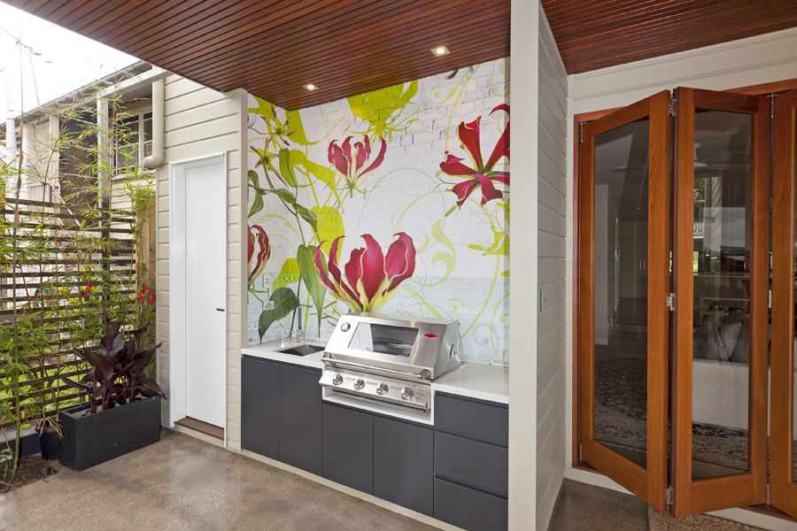 Modern Outdoor Kitchen / Built in BBQ Area using weather ...