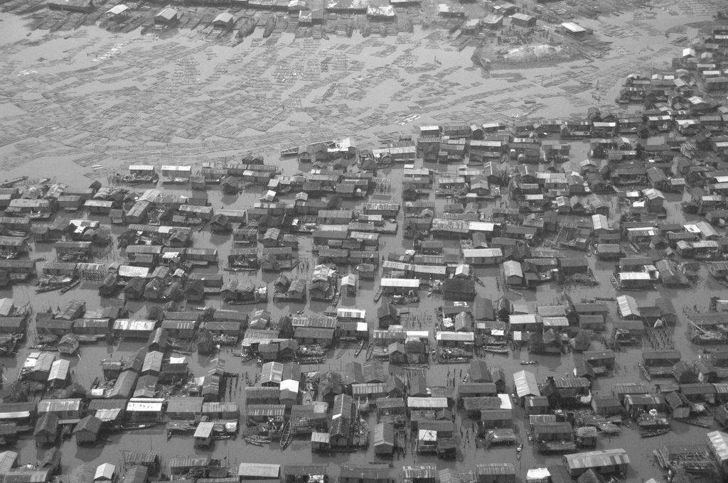 Makoko 2009  https://www.flickr.com/photos/ciarli/3316921137/