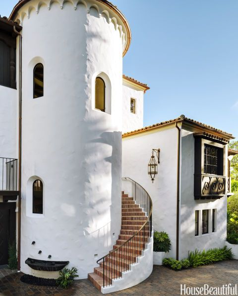 Inside A Spanish Colonial That S Full Of Heart And Soul Spanish Colonial Homes Spanish Style Homes Spanish Colonial