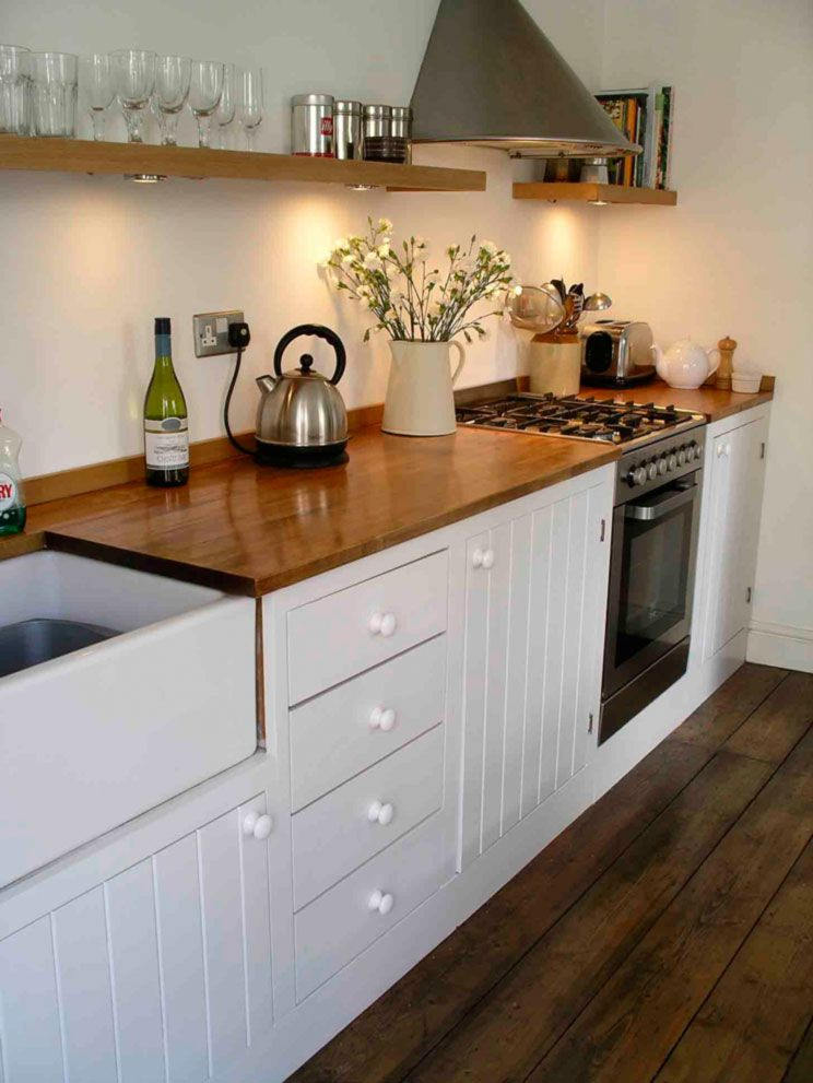 Traditional Bespoke Kitchen With Painted Tongue And Groove Doors Ste .
