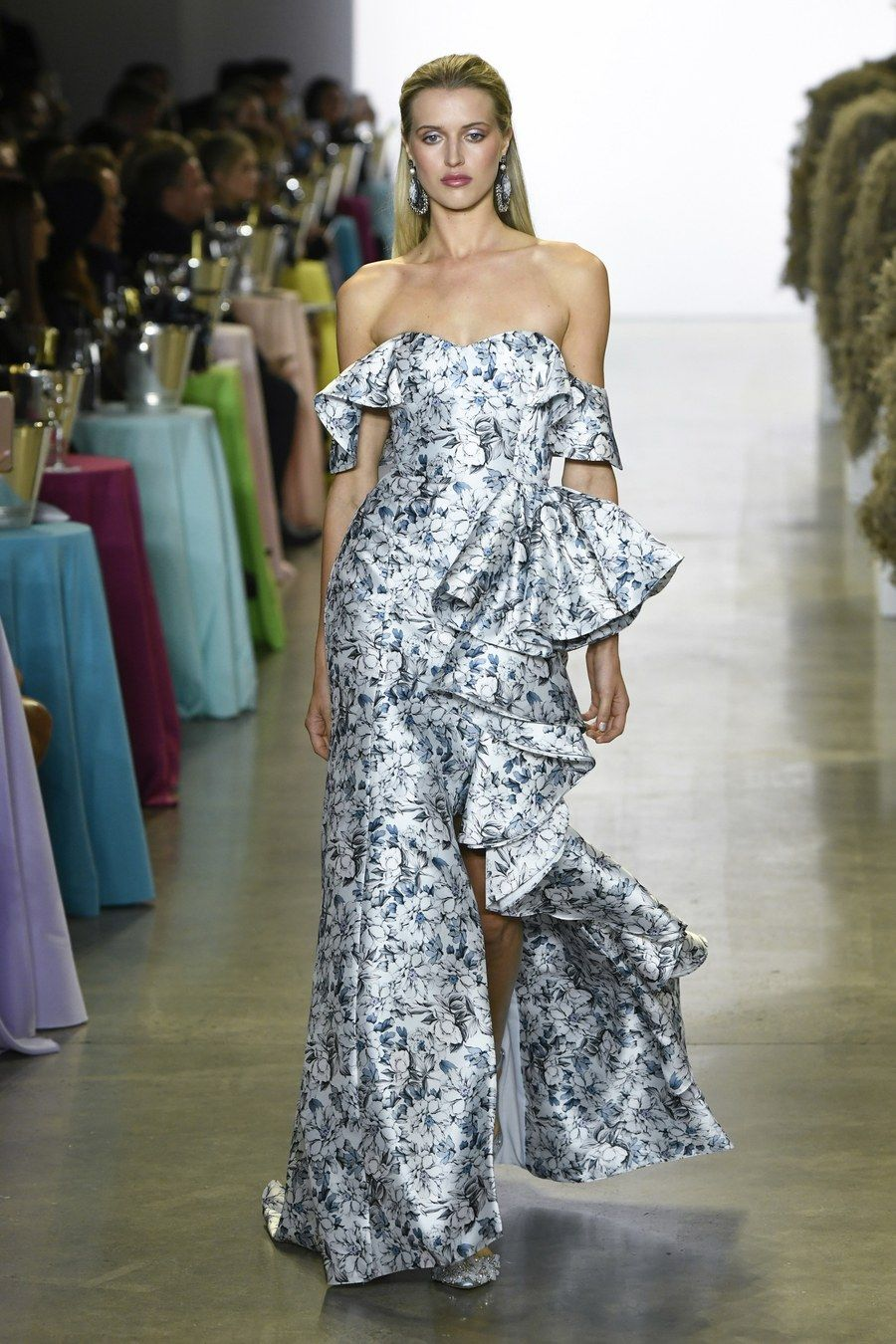 730b649cb008 Badgley Mischka Spring 2019 Ready-to-Wear collection, runway looks, beauty,  models, and reviews.