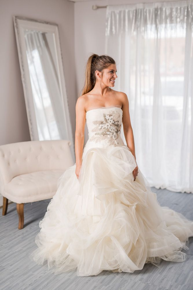 Vera Wang New Never Worn Gisele This Vera Wang Gisele Gown Is New And Never Worn This Bea Rental Wedding Dresses Wedding Dresses Vera Wang Wedding Gowns