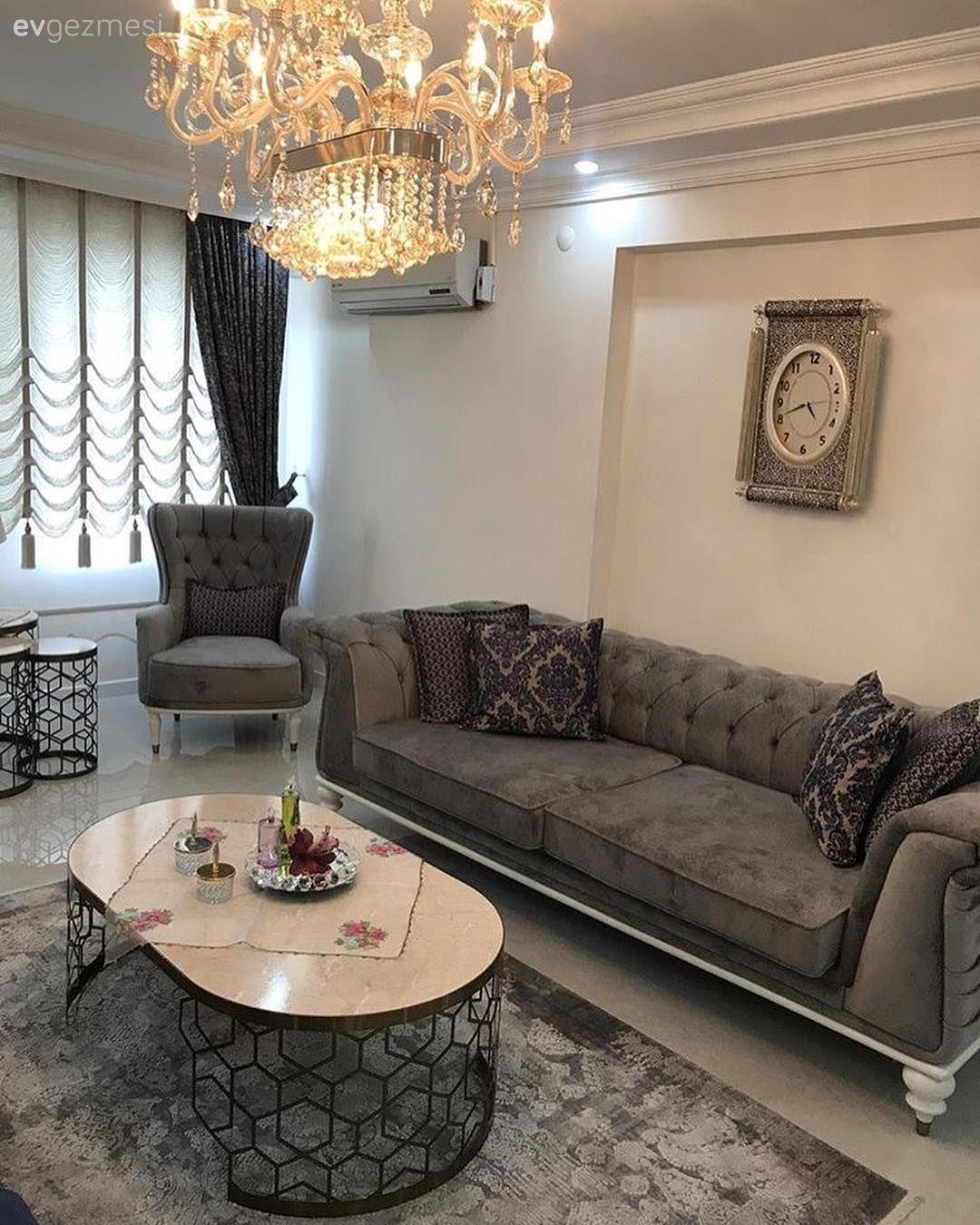Bu Salon Simetrik Yerlesimi Sik Detaylariyla Goz Dolduruyor 2 Ev Gezmesi Oturma Odasi Takimlari Oturma Odasi Tasarimlari Luks Oturma Odalari
