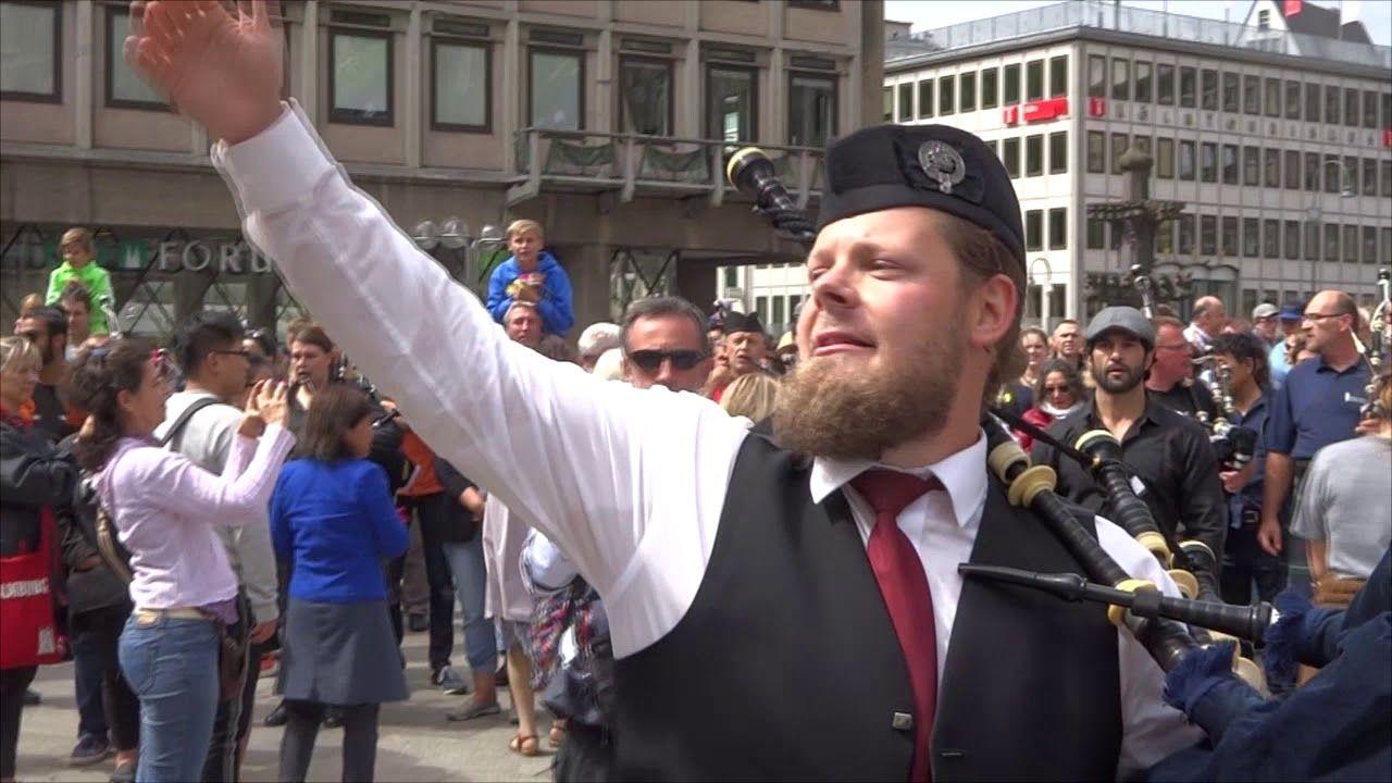 Flashmob Köln 5.8.2017 Pipes & Drums   Musik hören, Musik