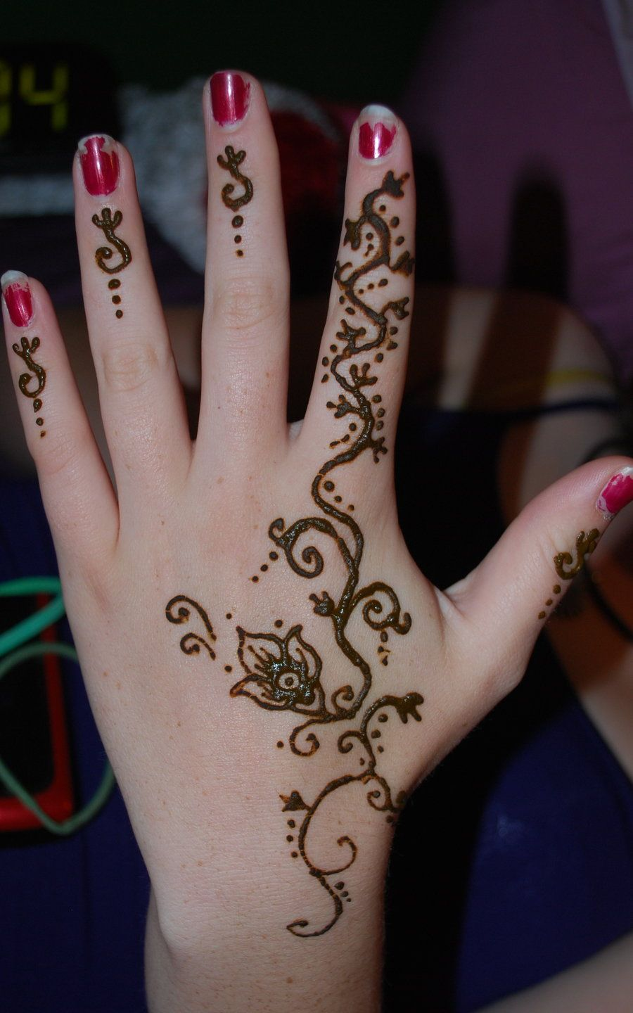 Tattooed Fingers Vines Vine Tattoos On Hand Henna Vine Hand By