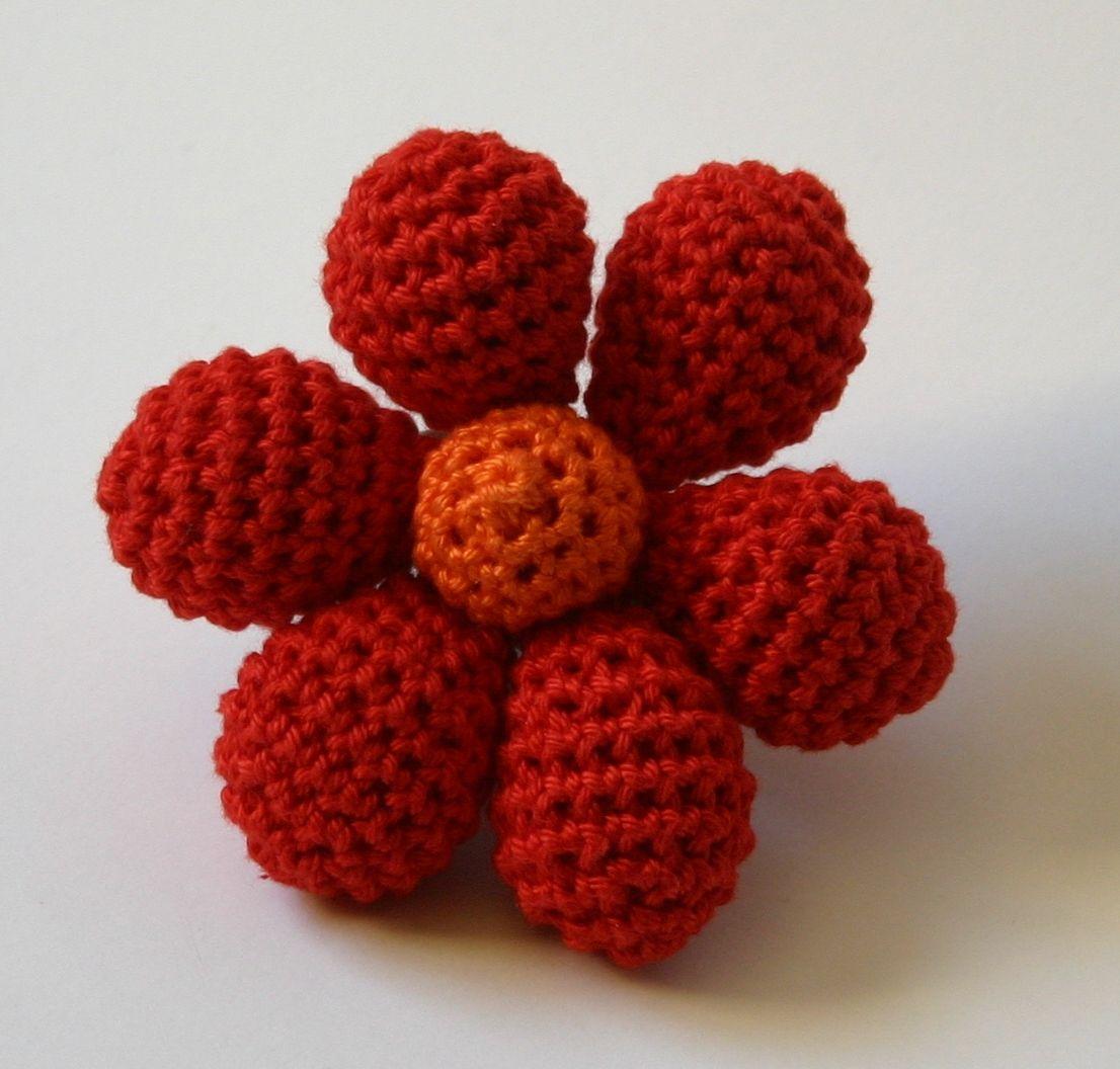 Broche de flor con volumen hecho en #crochet y #amigurimi por ...