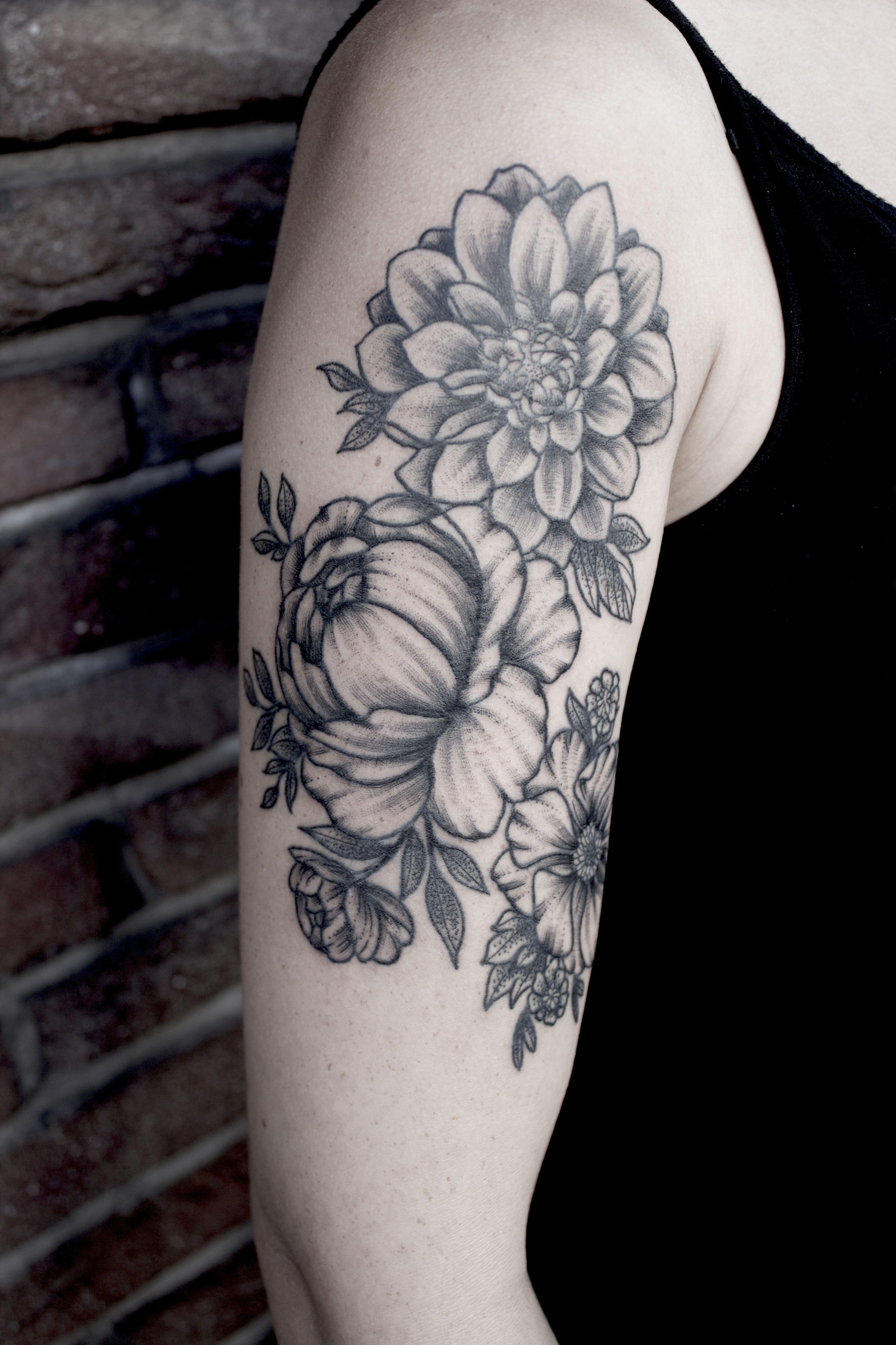 Bebi tatu kozelrol 526 - Peony Tattoo Dotwork Blackwork Flower Botanical Bouquet Chrysantheme Neo Traditional Peonies