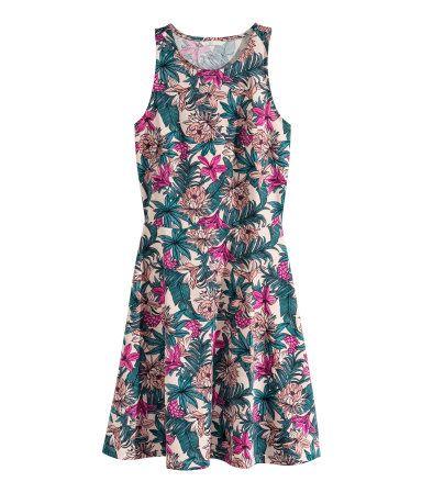 5729ea09ffcc Ermeløs kjole