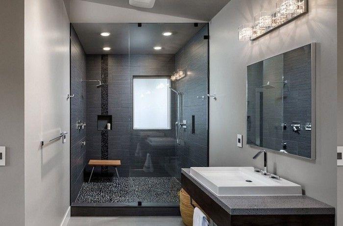 Wandlampe Badezimmer ~ Duschkabine mit wandnische und holzhocker duschkabine mit fenster