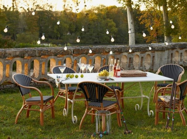 Elle > 15 façons d\'éclairer un dîner dans le jardin | Garden party ...