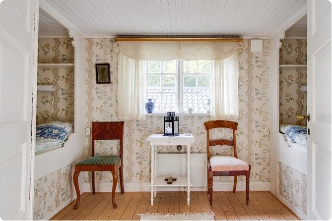 Sovrum på nedre plan med fasta sovplatser
