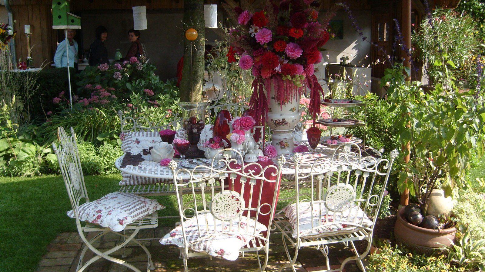Romantische Gärten | Www.garten-picker.de Nr.2 | Dunkelrot ... Ein Romantischer Garten