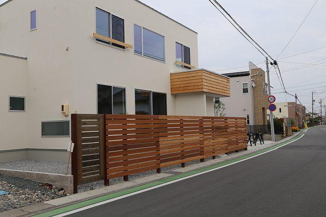 ウッドワークに贅を凝らした外構例   施工例    浜松のエクステリア・外構なら都田建設