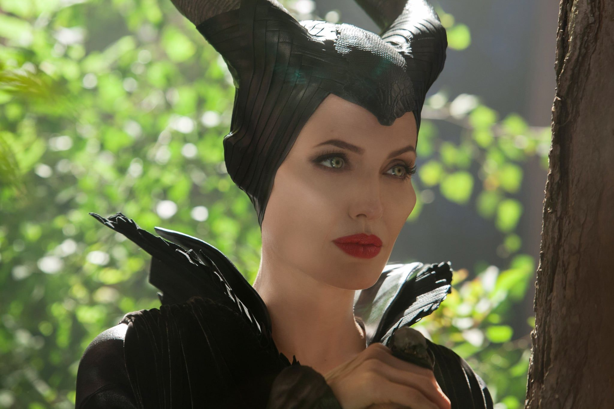 See Photos of Angelina Jolie as Maleficent (con immagini)
