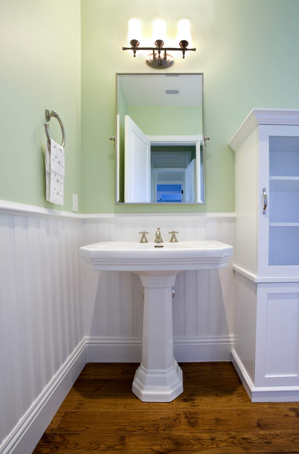 A Small Bathroom Needs the Right Sink #nauticalbathroom