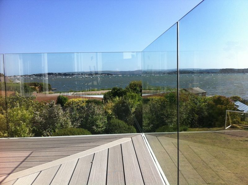 Glass balcony with secret fixing the leat pinterest for Glass balcony